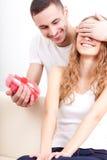 Hjärta-format att ge sig för man boxas för hans flickvän Royaltyfri Fotografi