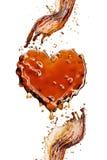 Hjärta från colafärgstänk med bubblor som isoleras på vit fotografering för bildbyråer