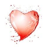 Hjärta från isolerad rött vinfärgstänk royaltyfria foton
