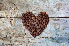 Hjärta från kaffekorn Arkivbilder
