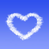 Hjärta från molnet royaltyfria foton