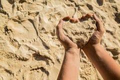 Hjärta från sand fotografering för bildbyråer