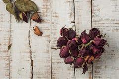 Hjärta från torkade rosor Fotografering för Bildbyråer