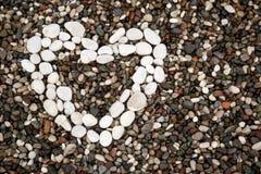 Hjärta från vita stenar Royaltyfri Bild