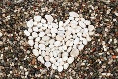 Hjärta från vita stenar Royaltyfri Foto