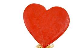 hjärta gjorde rött trä royaltyfria bilder