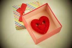 Hjärta i gåva boxas Royaltyfri Bild