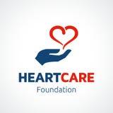 Hjärta i handen Logo Template Royaltyfria Bilder