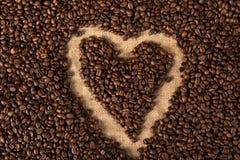 Hjärta i kaffebönor Fotografering för Bildbyråer