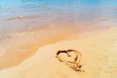 Hjärta i sand royaltyfri bild