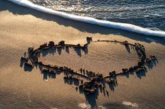 Hjärta i sanden Royaltyfri Bild