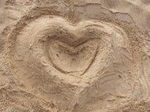 Hjärta i sanden Arkivfoto