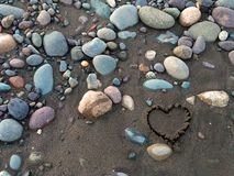 Hjärta i sanden Royaltyfria Bilder
