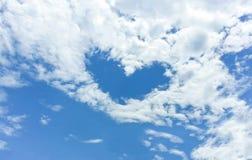 Hjärta i skyen Arkivfoto