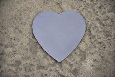 Hjärta kritiserar på en sten fotografering för bildbyråer