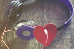 hjärta lyssnar till ditt Arkivfoton