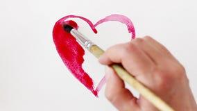 Hjärta målade den röda vattenfärgen på vit bakgrund, tidschackningsperiod lager videofilmer
