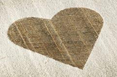 Hjärta mönstrar på ett gammalt trä stiger ombord Arkivfoto