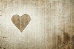 Hjärta mönstrar på ett gammalt trä stiger ombord Fotografering för Bildbyråer