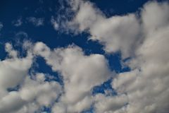 Hjärta mellan molnen Arkivbilder