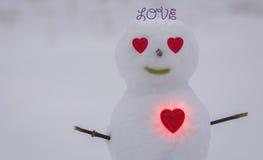 Hjärta och snögubbe lycklig s valentin för dag Fotografering för Bildbyråer