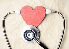 Hjärta och stetoskop Arkivbilder
