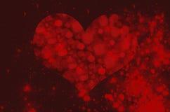 Hjärta på en bakgrund av en röd stjärnklar himmel Royaltyfri Fotografi