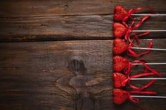 Hjärta på en pinne för valentin dag Arkivfoton