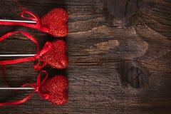 Hjärta på en pinne för valentin dag Arkivfoto