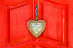 Hjärta på en röd bakgrund Royaltyfri Foto