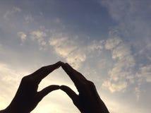 Hjärta på himmel och molnet Arkivfoto