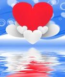Hjärta på hjärtamoln visar romantisk fantasi och drömmer Arkivfoto