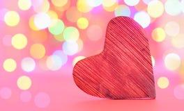 Hjärta på kulör bakgrund för kularosa färger Royaltyfri Foto
