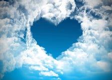 Hjärta på molnig himmel Arkivbild