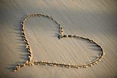 Hjärta på sanden Arkivfoton