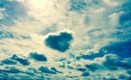 Hjärta på skyen Royaltyfria Foton