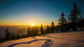 Hjärta på snö, soluppgångvinterberg, 8K lager videofilmer
