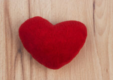 Hjärta på träbakgrund Royaltyfria Bilder