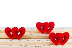 Hjärta på träbakgrund, kort för dag för valentin` s royaltyfri fotografi