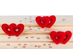 Hjärta på träbakgrund, kort för dag för valentin` s royaltyfria bilder