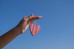 Hjärta räcker in Fotografering för Bildbyråer