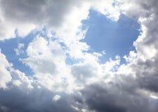 Hjärta-se naturlig unik molnbild royaltyfria bilder