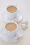 Hjärta-Shape kakor och kaffe Fotografering för Bildbyråer