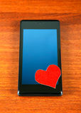 Hjärta Shape och mobiltelefon Royaltyfria Foton