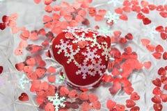 Hjärta, små hjärtor och snöflingor i vatten Royaltyfria Bilder