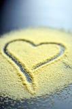 Hjärta som dras i couscous Royaltyfri Fotografi