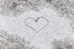 Hjärta som dras i snowen Royaltyfri Bild