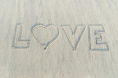 Hjärta som dras på sand royaltyfri fotografi
