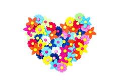Hjärta som göras av pappers- blommor Royaltyfri Foto