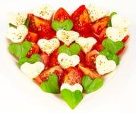 Hjärta som göras av tomater Arkivbilder